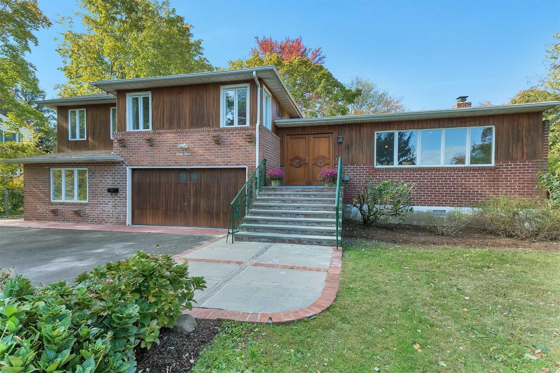 Photo of home for sale at 24 Wood Valley Ln, Port Washington NY