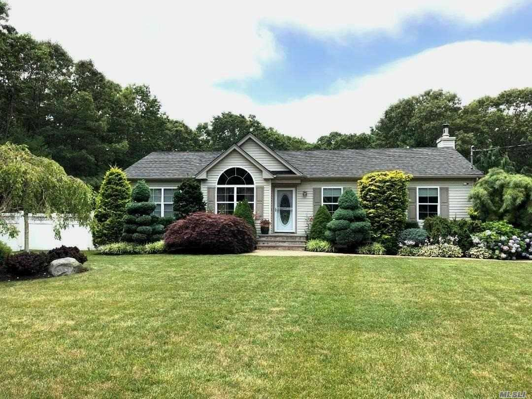 Photo of home for sale at 296 Private Road Ave, Center Moriches NY