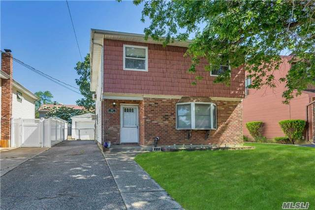 Photo of home for sale at 404 Jefferson St, Massapequa NY