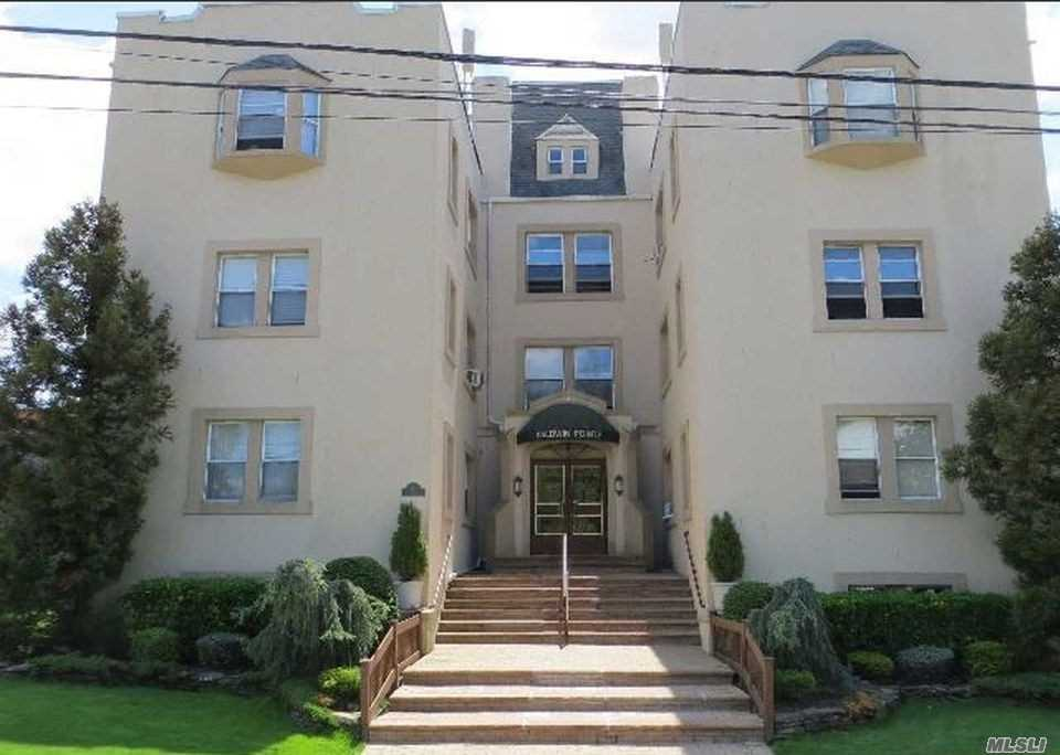 Property for sale at 714 School St, Baldwin,  NY 11510