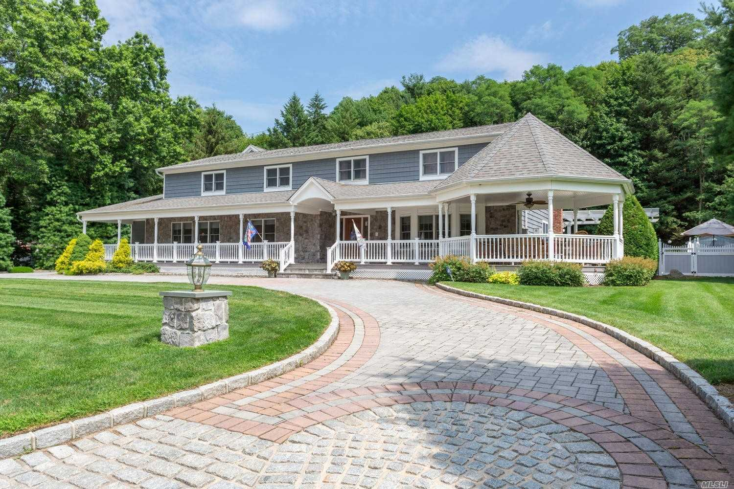 Photo of home for sale at 26 Clipper Dr, Northport NY