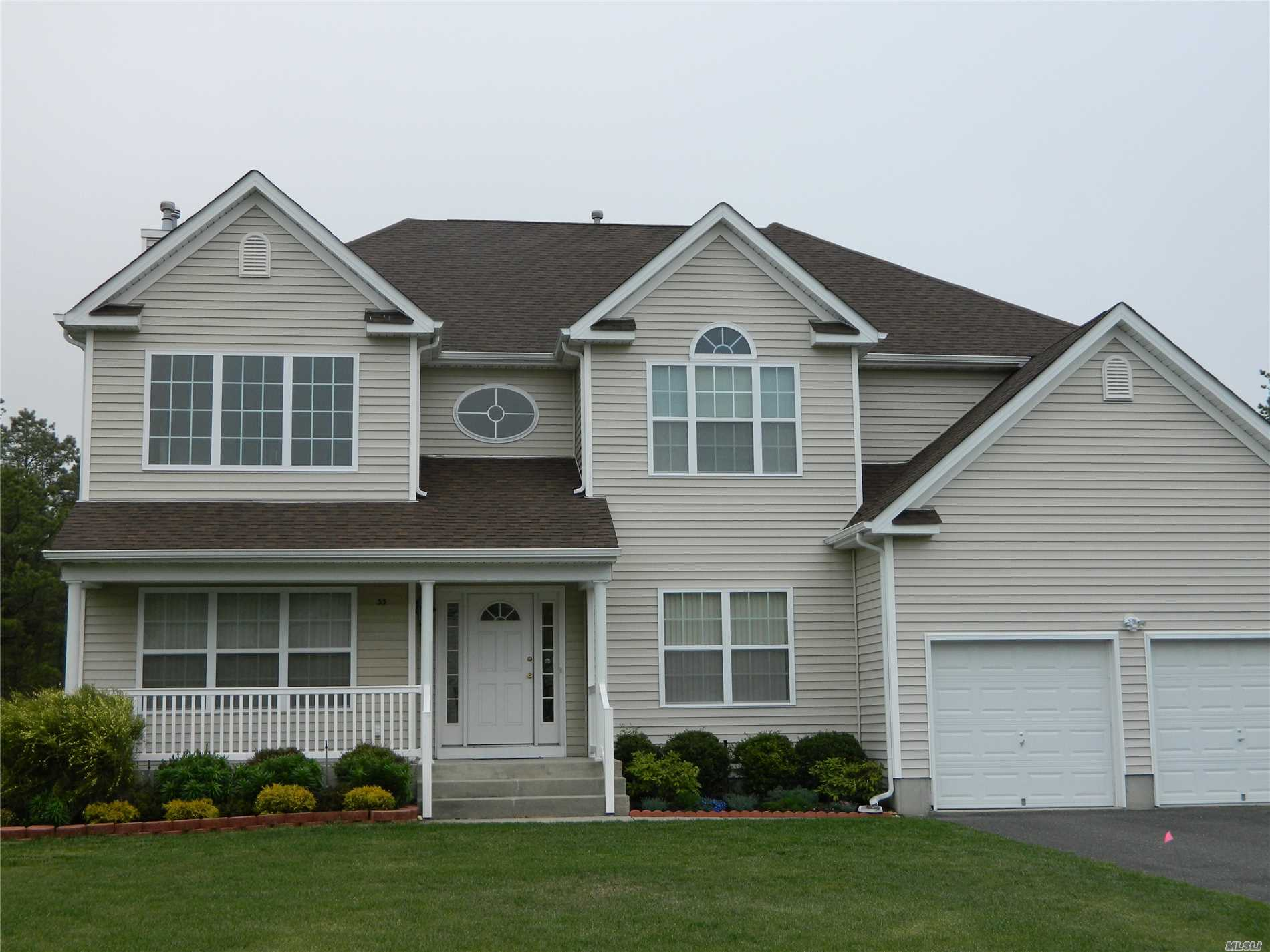 Photo of home for sale at 33 Audobon St, Medford NY