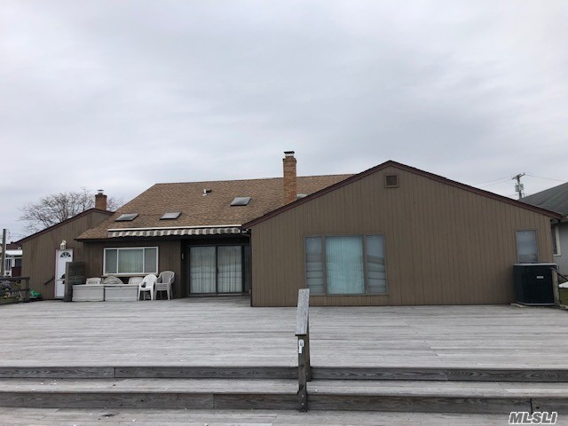 Photo of home for sale at 171 Warwick Blvd, Island Park NY