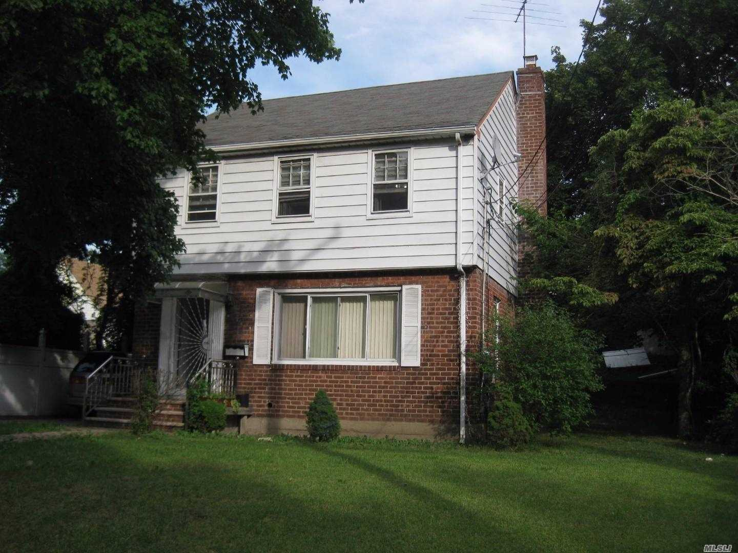 Photo of home for sale at 88 Elmont Rd, Valley Stream NY