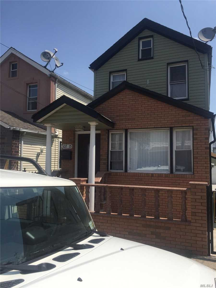 Photo of home for sale at 107-15 127 St, Richmond Hill NY