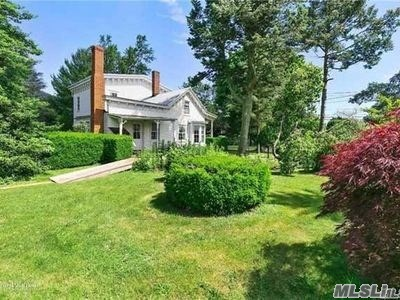 Photo of home for sale at 1685 Peconic Ln, Peconic NY