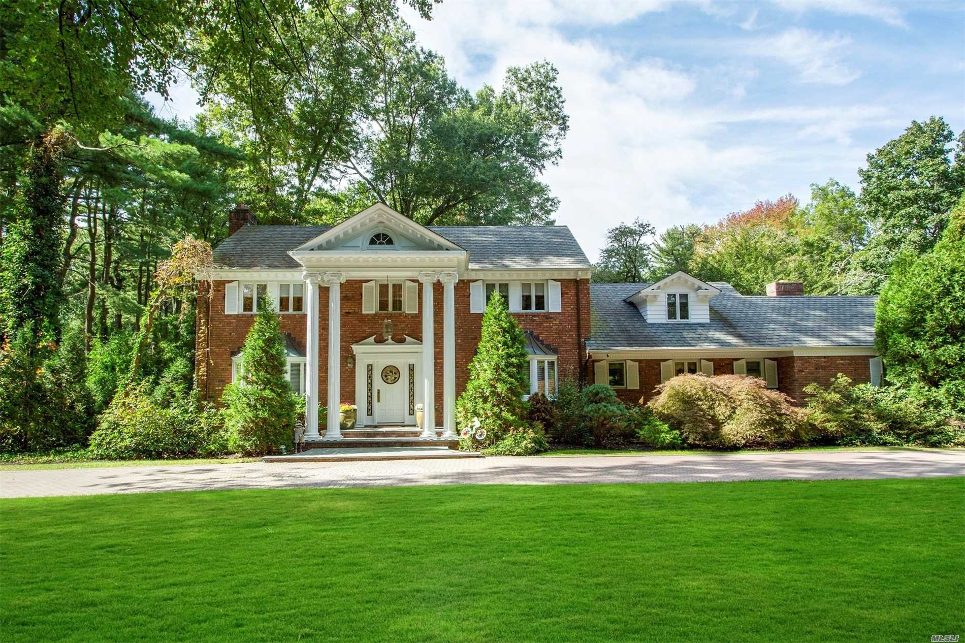 Photo of home for sale at 62 Bacon Rd, Old Westbury NY