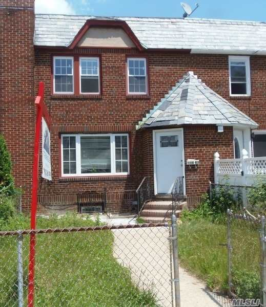 Photo of home for sale at 114-63 199th St, St. Albans NY