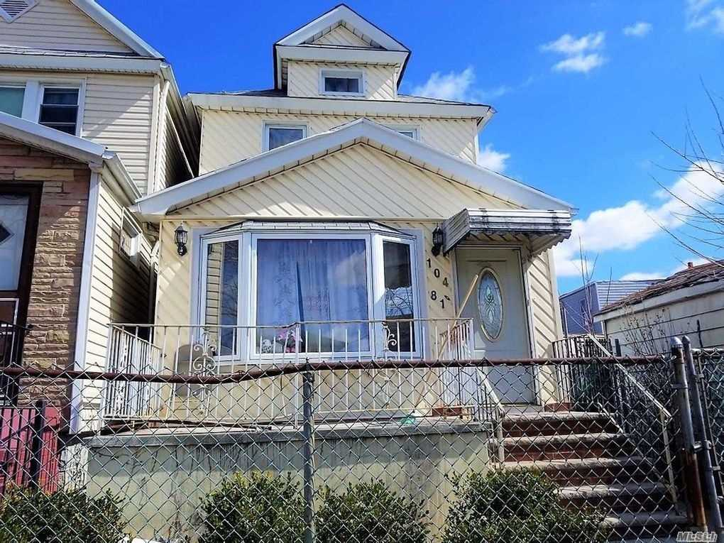 Photo of home for sale at 104-81 127 St, Richmond Hill NY