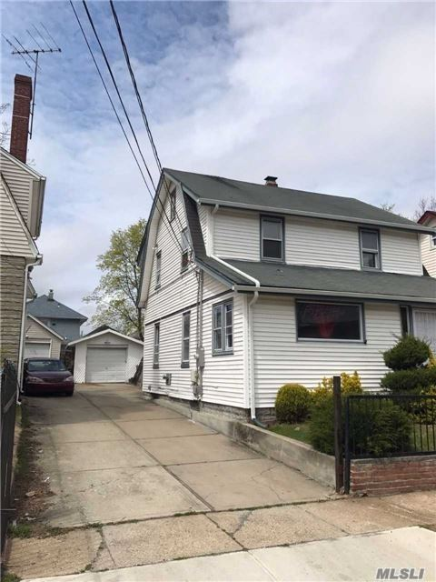 Photo of home for sale at 25 Dakota Pl, Hempstead NY