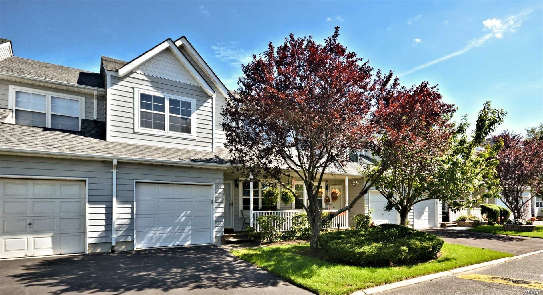 Photo of home for sale at 44 Pleasantview Dr, Central Islip NY