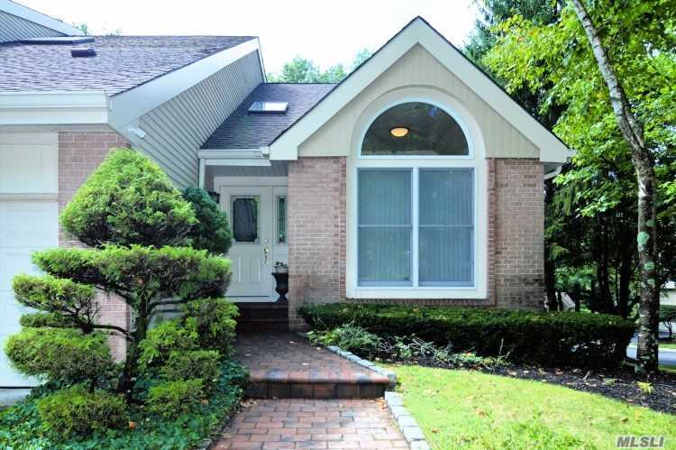 Property for sale at 62 Willow Ridge Dr, Smithtown,  NY 11787