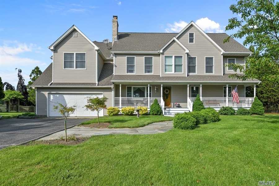 Photo of home for sale at 695 Kerwin Blvd, Greenport NY