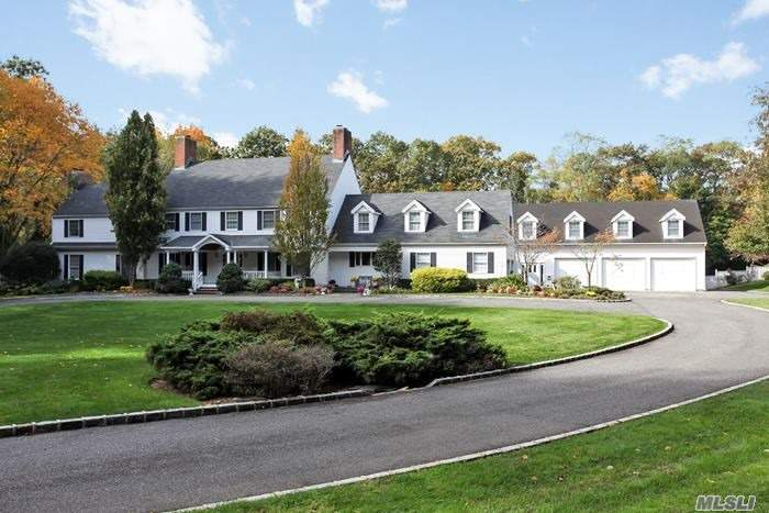 Photo of home for sale at 16 Grace Ln, Oyster Bay Cove NY