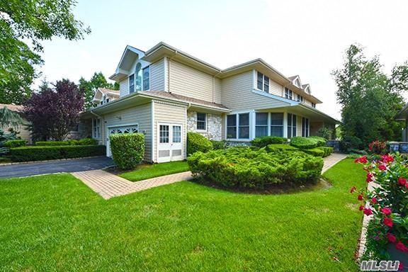 Photo of home for sale at 333 Baltustrol Cir, North Hills NY