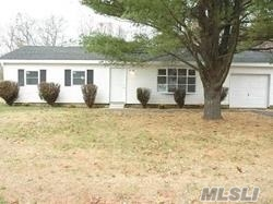 Photo of home for sale at 101 Norfleet Ln, Coram NY