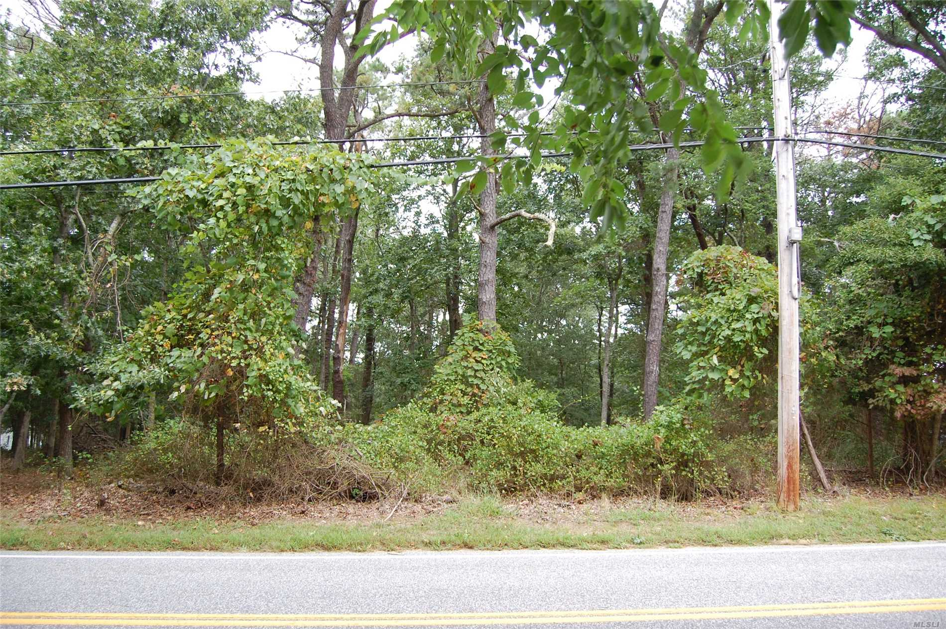 Photo of home for sale at 138 b Red Creek Rd, Hampton Bays NY