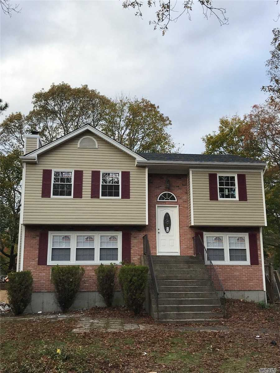 Photo of home for sale at 601 Granny Rd, Medford NY