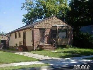 Photo of home for sale at 30 Woodcrest St, Valley Stream NY