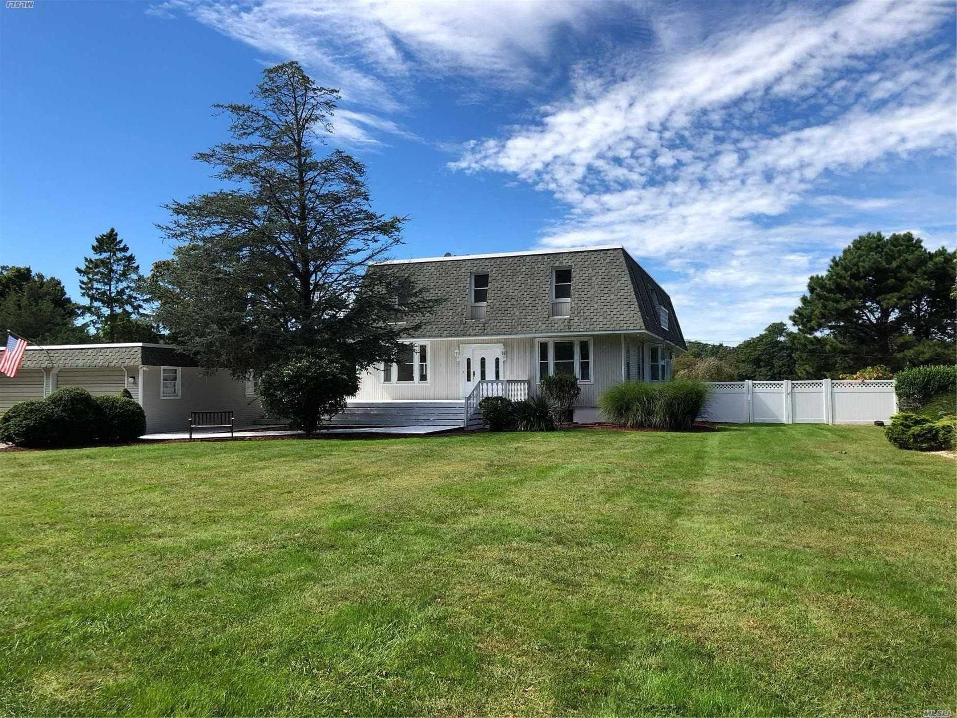 Photo of home for sale at 22 Sedgemere Rd, Center Moriches NY