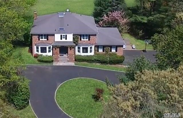 Photo of home for sale at 3 The Dell, Woodbury NY