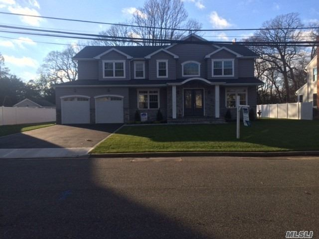 Photo of home for sale at 12 Anita Ave, Syosset NY
