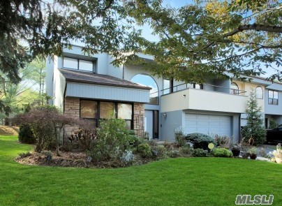 Property for sale at 11 Eagle Chase, Woodbury,  NY 11797