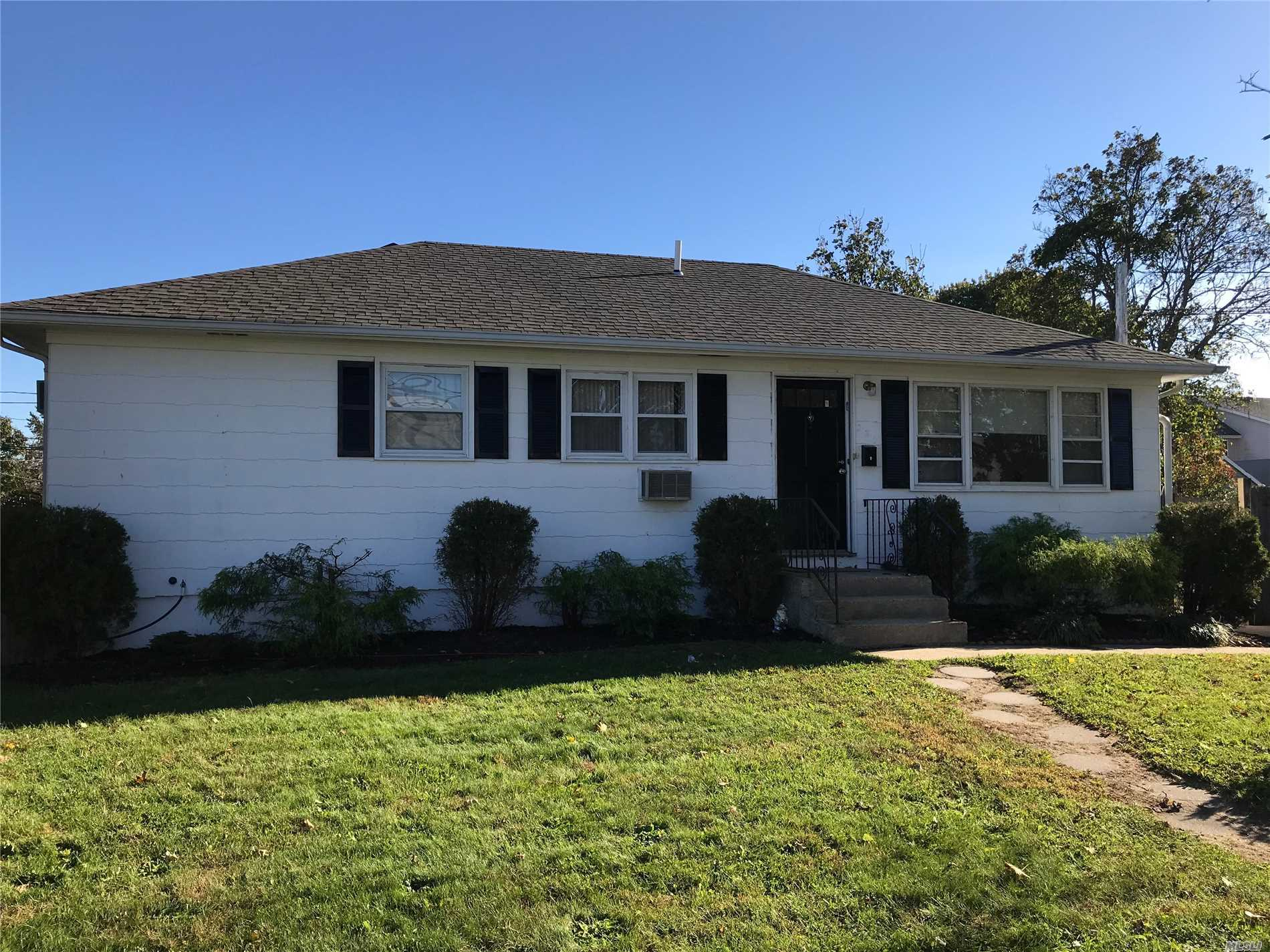 Photo of home for sale at 280 Cedar Ct, Copiague NY
