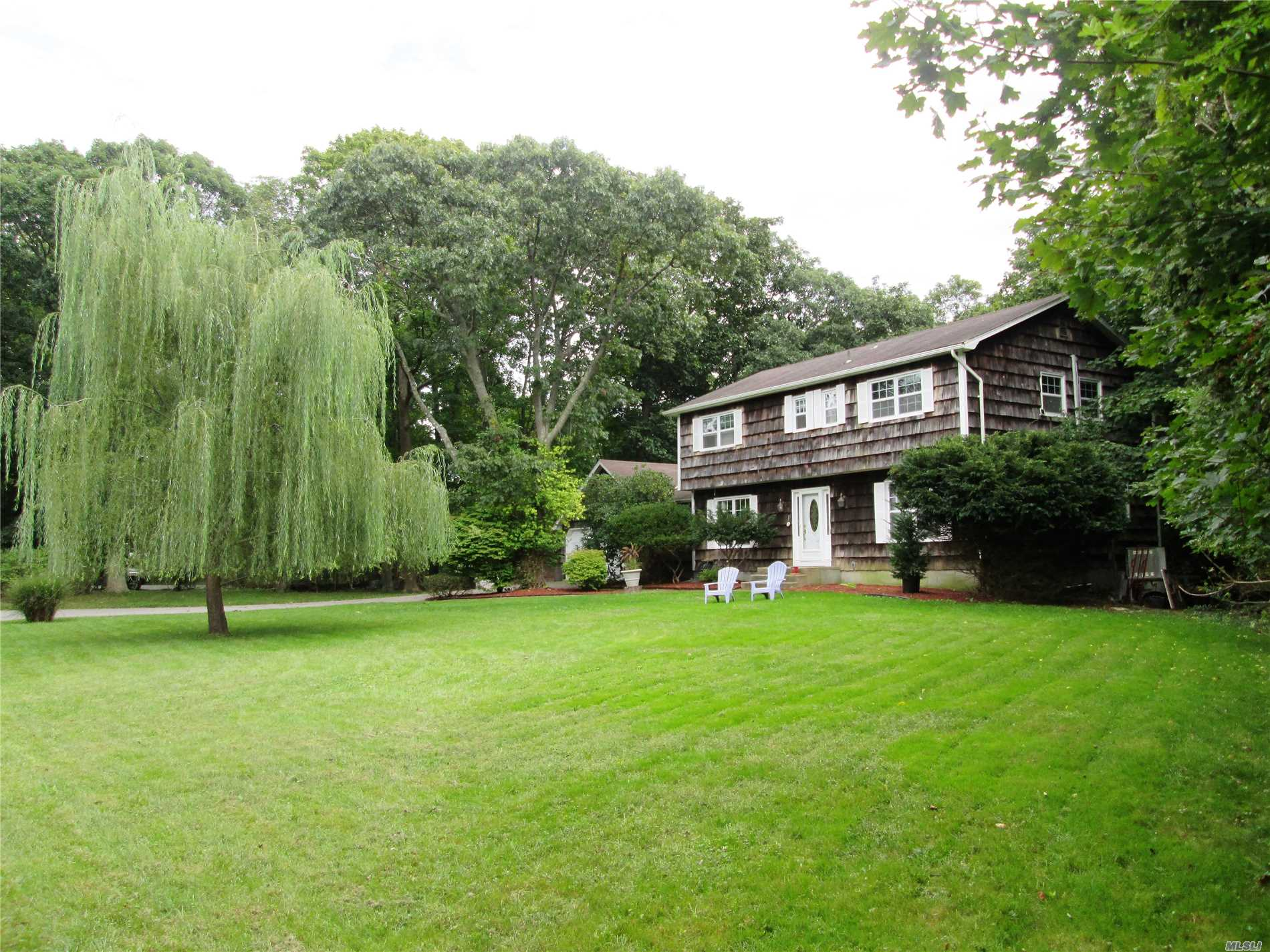 Photo of home for sale at 164 Woodacres Rd, East Patchogue NY