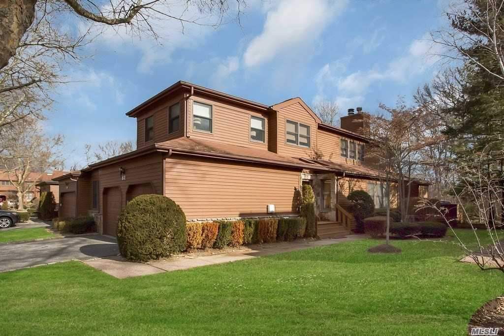 Property for sale at 81 Hunt Dr, Jericho,  NY 11753