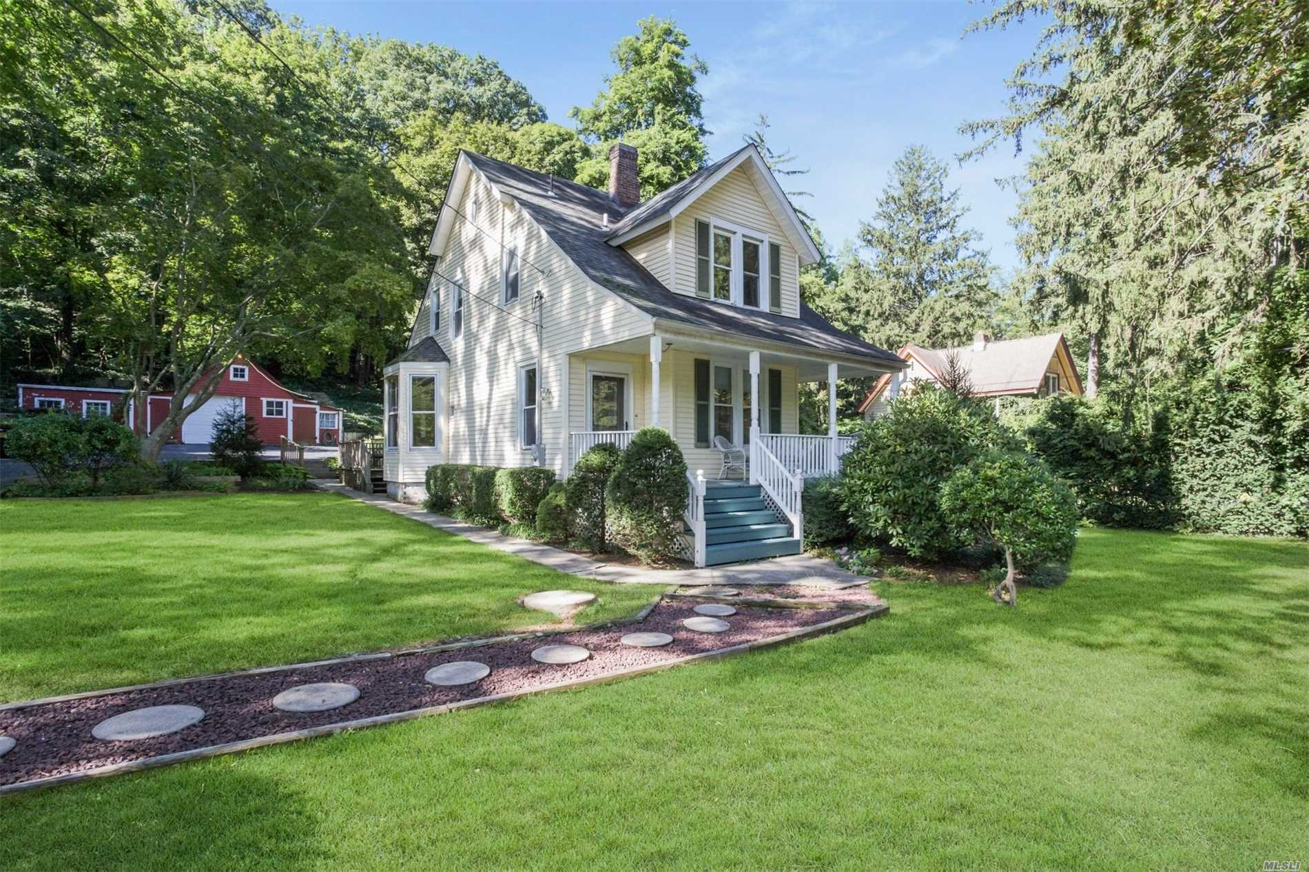 Photo of home for sale at 619 Park Ave, Huntington NY