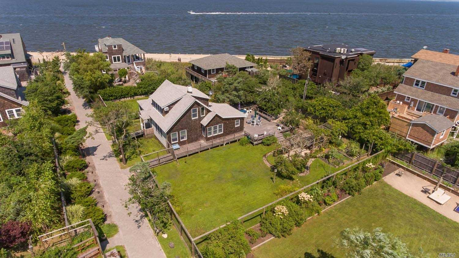 Photo of home for sale at 6 Beachwold Ave, Seaview NY