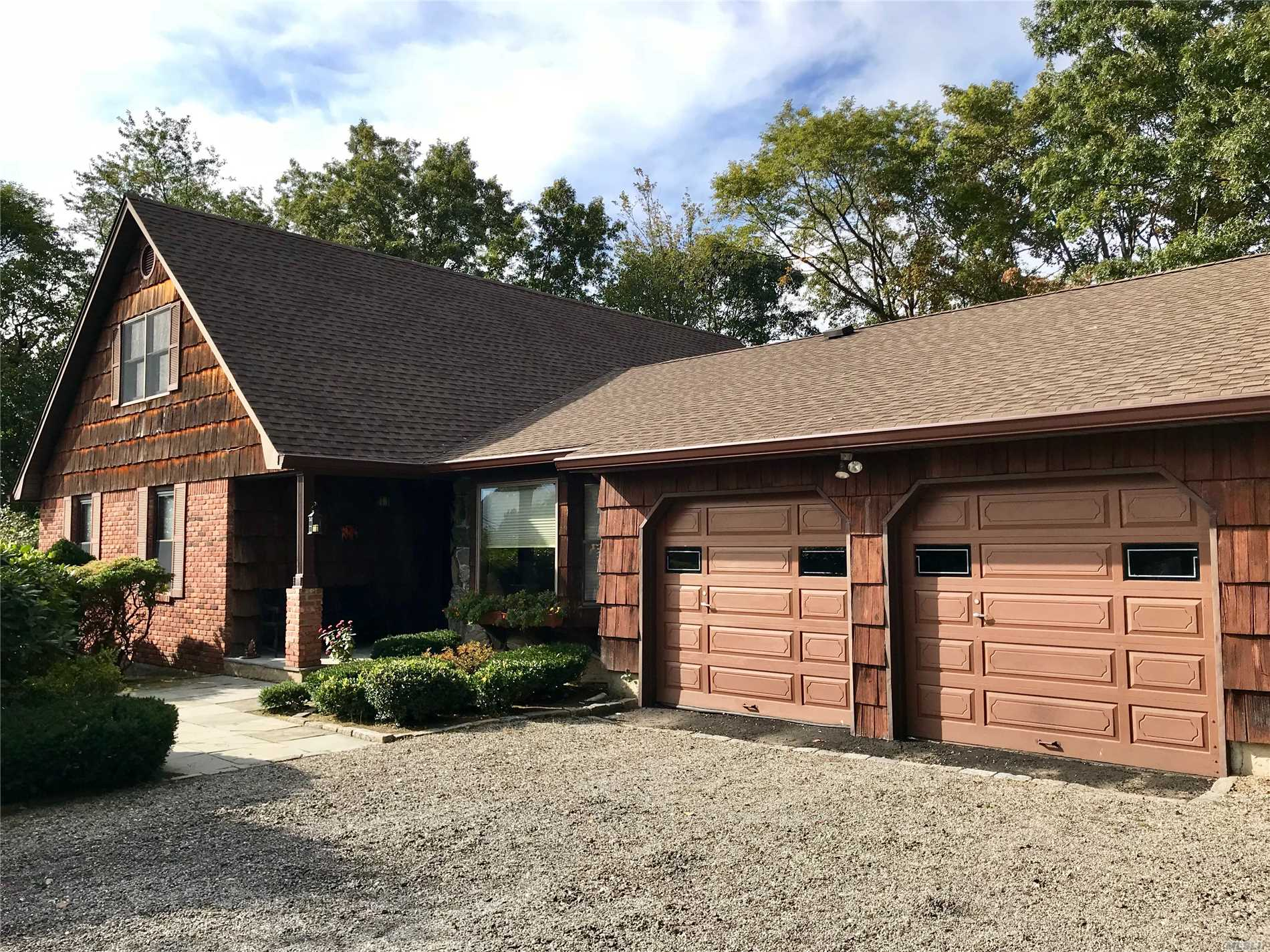 Photo of home for sale at 1A Gilder Ct, Northport NY
