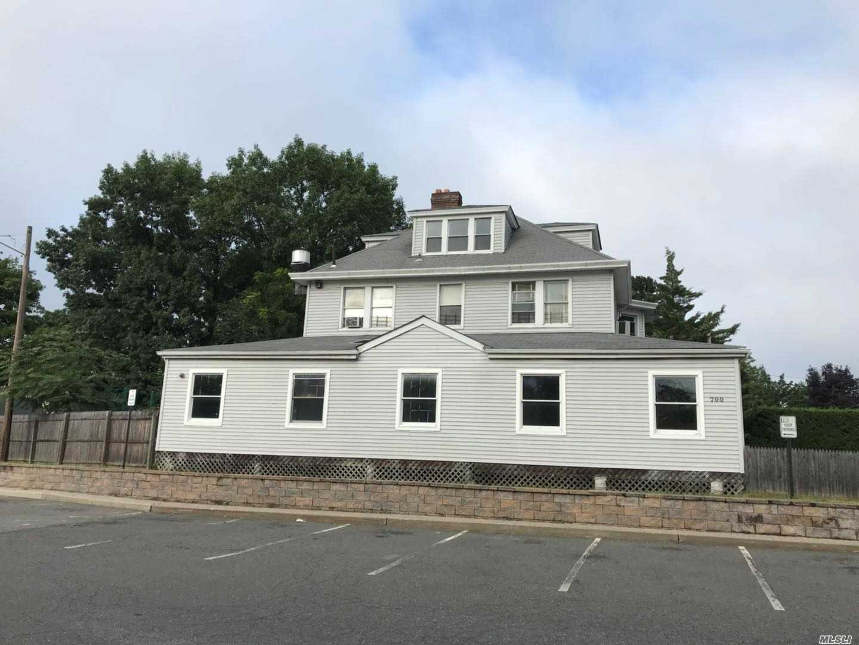 Photo of home for sale at 2 Walnut St, Glen Head NY