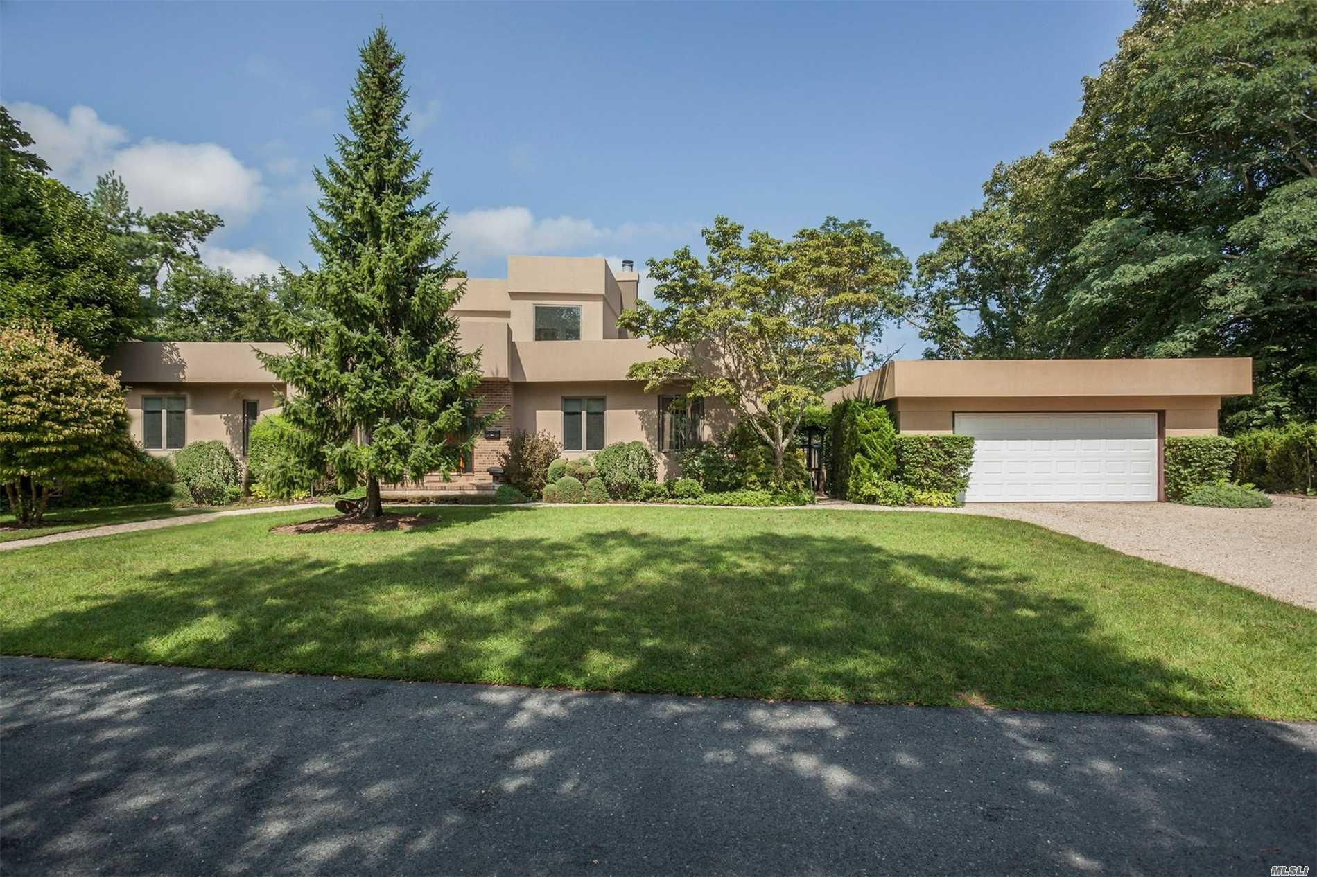 Photo of home for sale at 7 Brookside Ave, Bellport Village NY