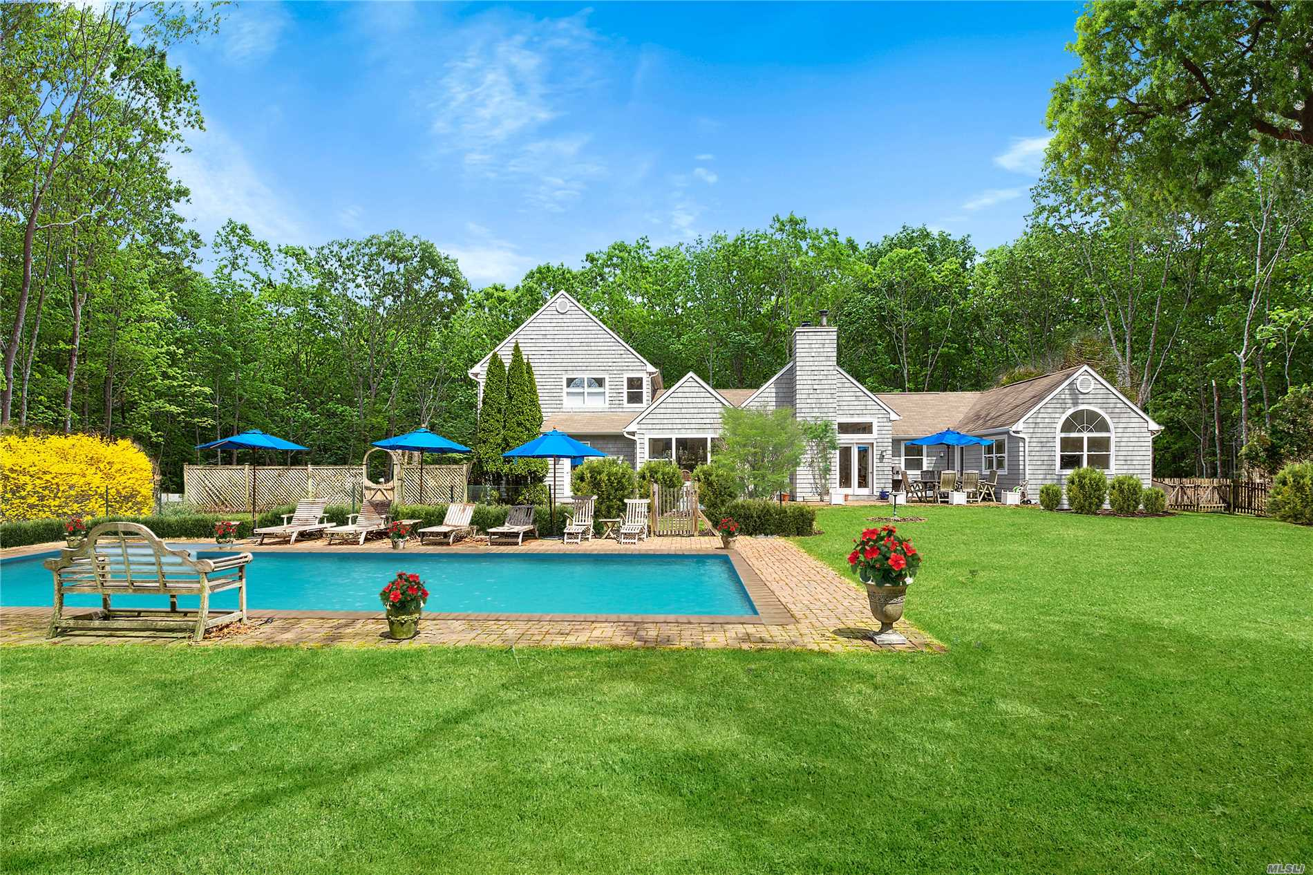 Photo of home for sale at 42 Briarcroft Dr, East Hampton NY