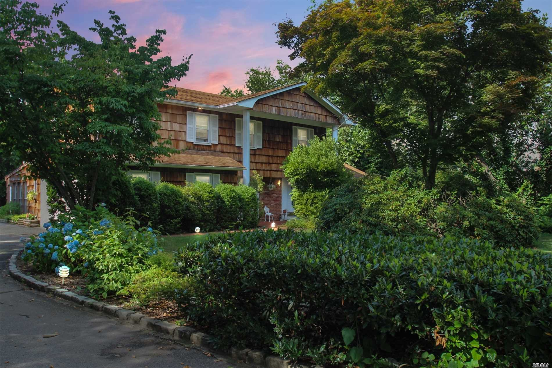 Photo of home for sale at 265 Cedar Rd, East Northport NY