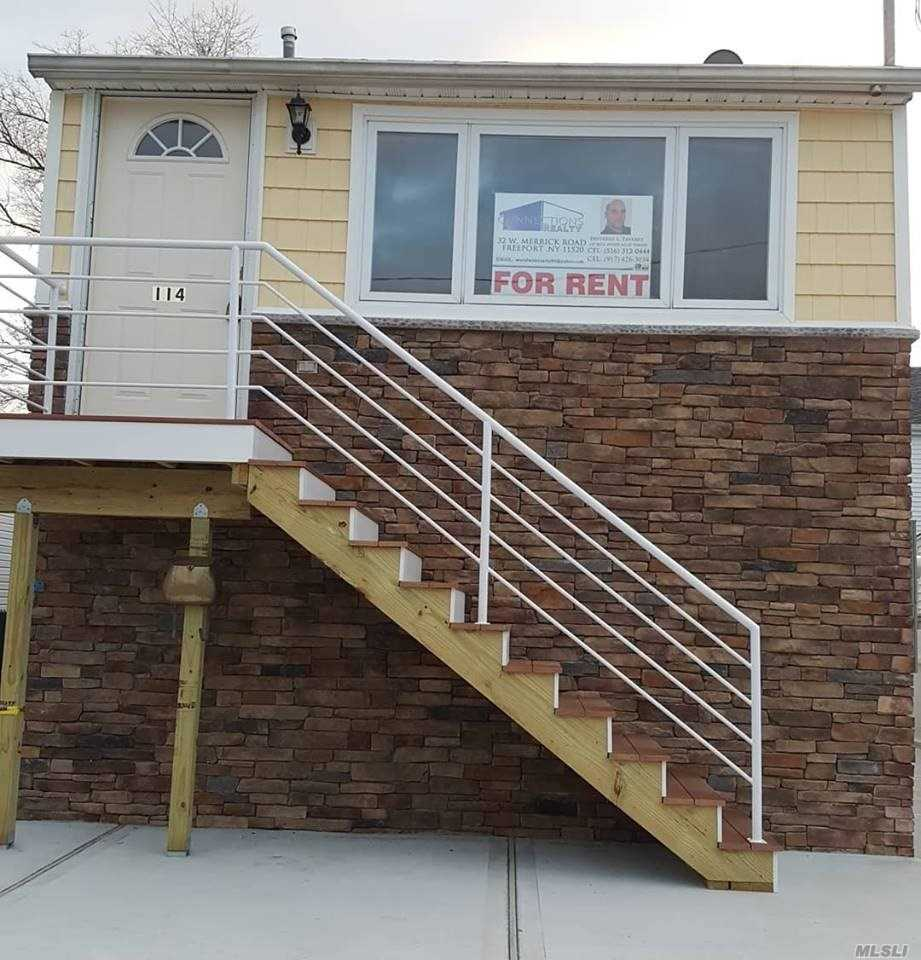 Photo of home for sale at 114 Malecon St, East Rockaway NY