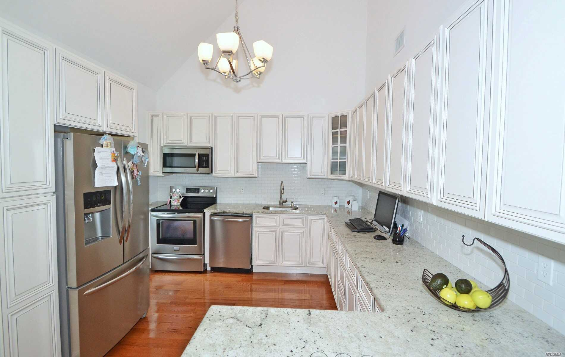 Photo of home for sale at 20 Daremy Cir, Medford NY