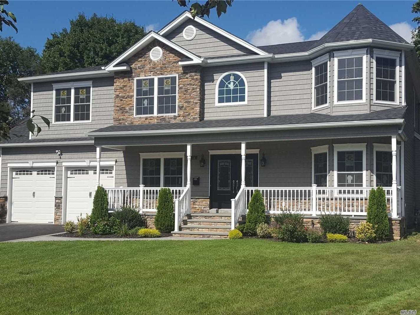 Photo of home for sale at 45 Sherman Dr, Syosset NY