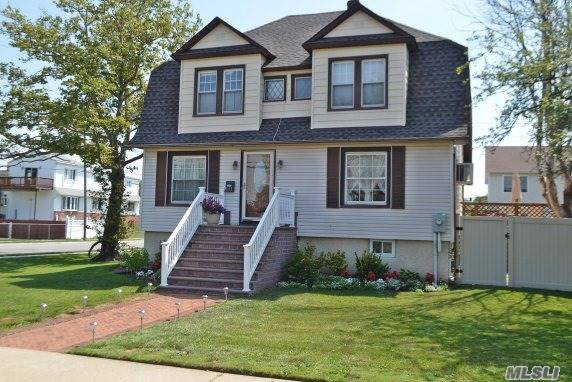 Photo of home for sale at 611 Long Beach Ave S, Freeport NY