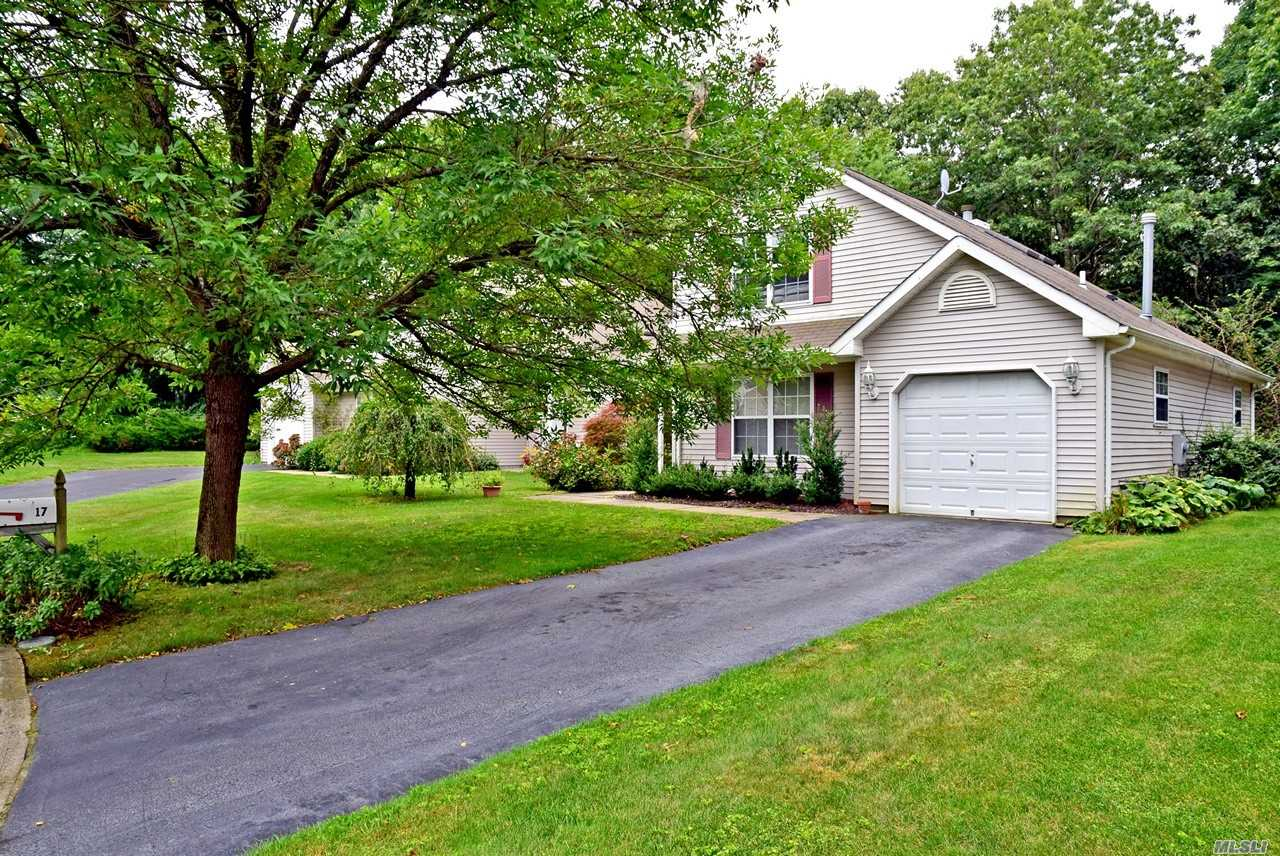 Property for sale at 17 Greenbriar Ct, Middle Island,  NY 11953