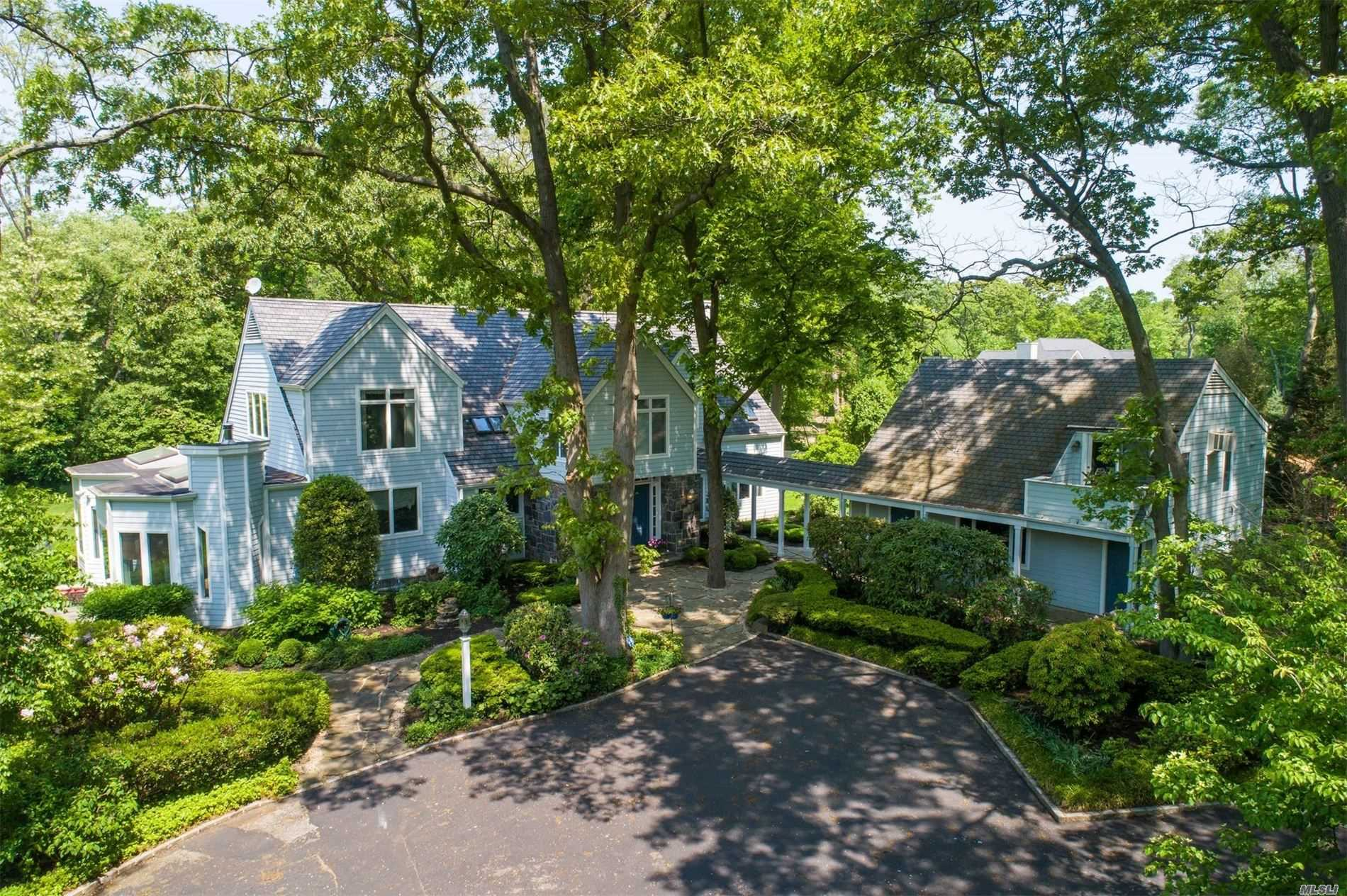 Photo of home for sale at 101 Woodchuck Hollow Rd, Cold Spring Harbor NY