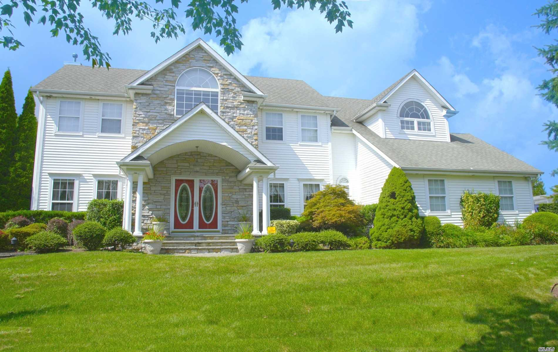 Photo of home for sale at 70 Casey Ln, Mt. Sinai NY