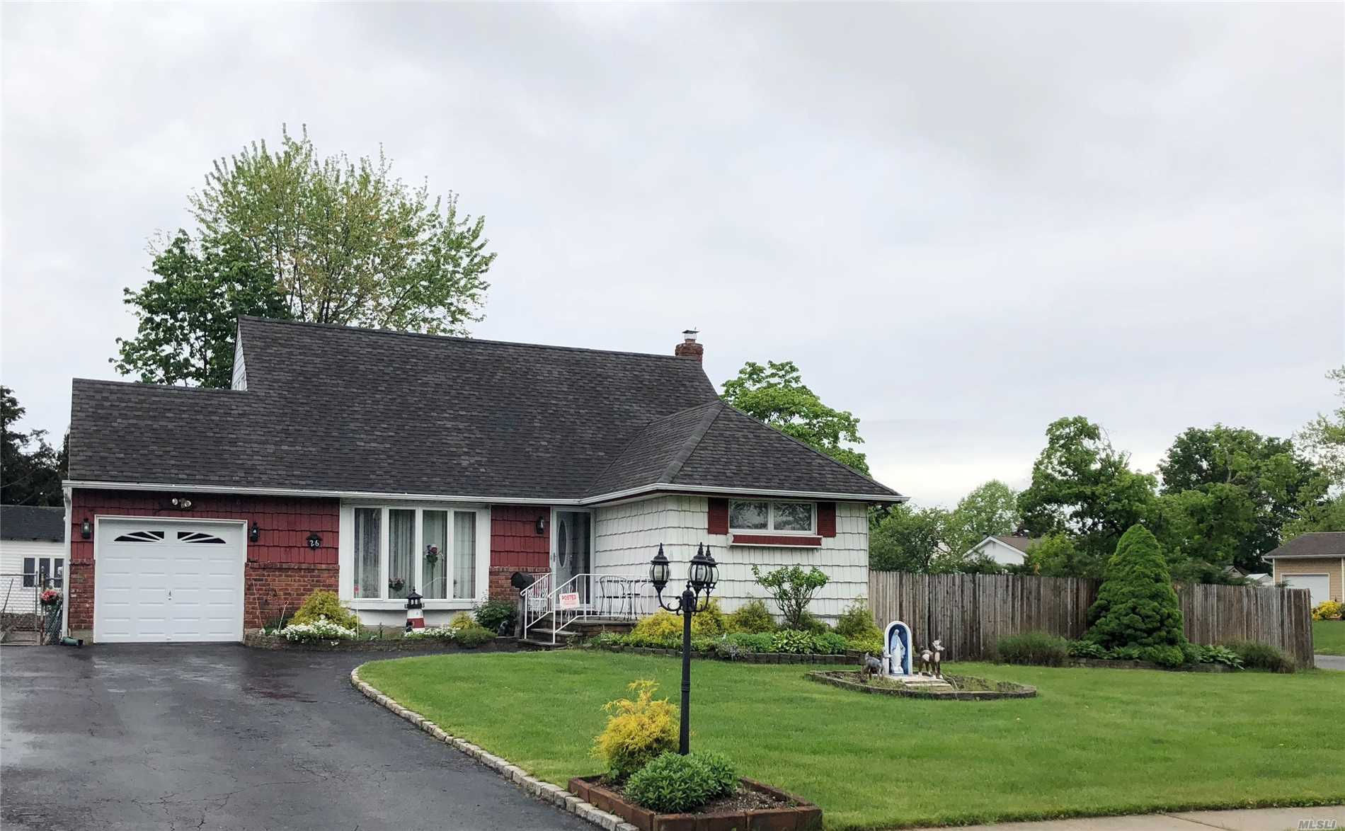 Photo of home for sale at 26 Parkview Dr, Commack NY