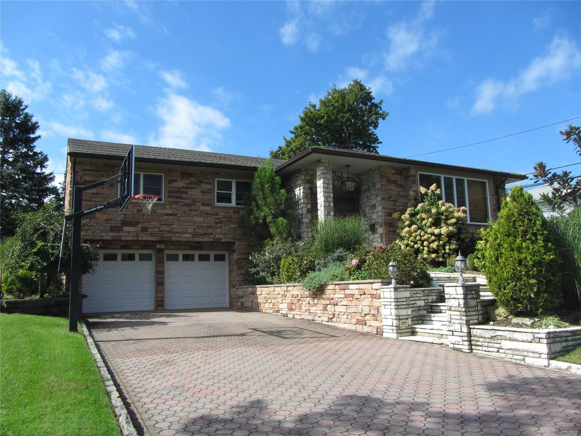 Photo of home for sale at 85 Birch Hill, Searingtown NY