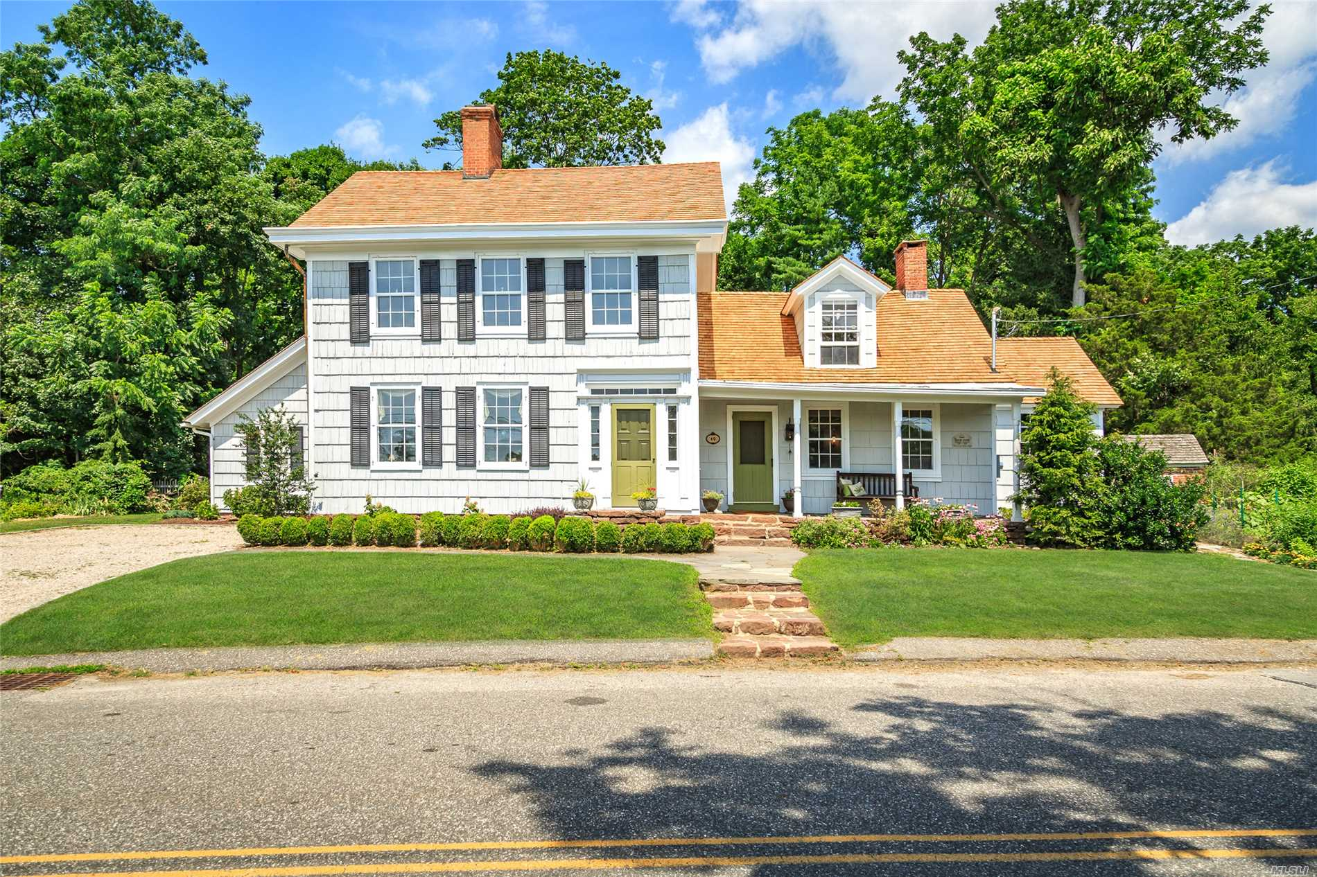 Photo of home for sale at 49 Shore Rd, East Setauket NY