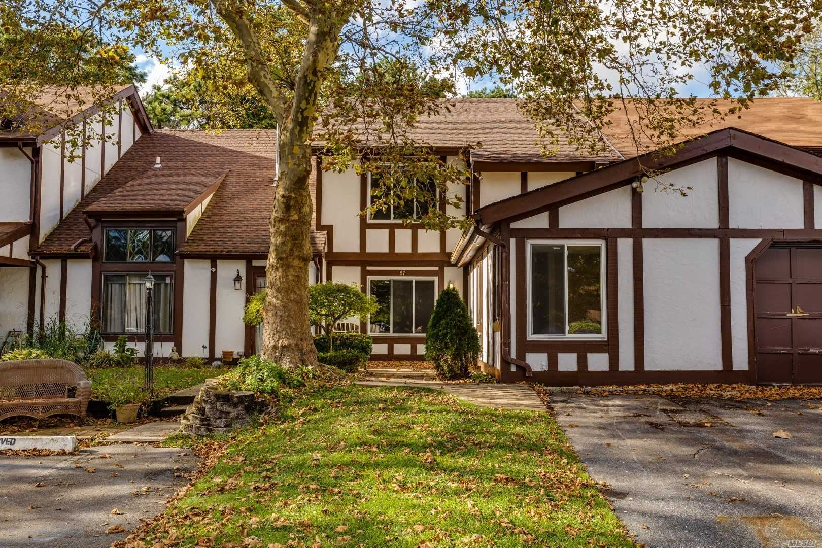 Property for sale at 67 Crystal Rock Ct, Middle Island,  NY 11953