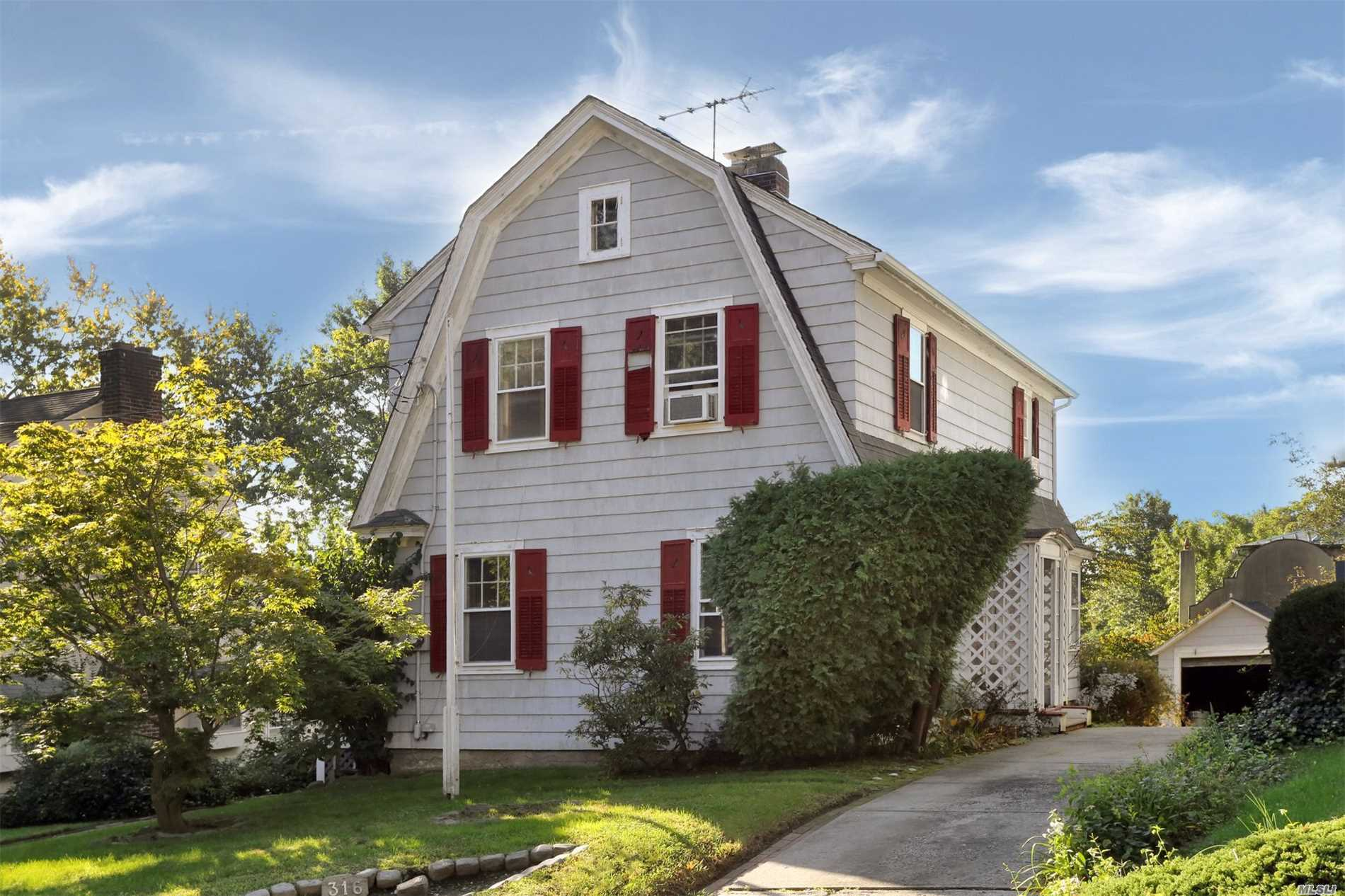Photo of home for sale at 316 Forest Rd, Douglaston NY