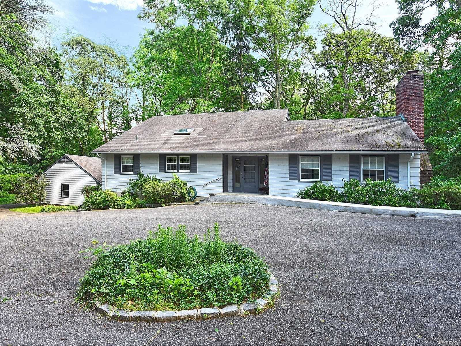 Photo of home for sale at 423 Mill River Rd, Oyster Bay NY